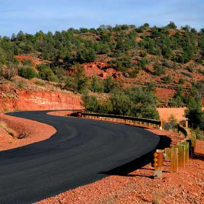 curved road in cross creek ranch in sedona